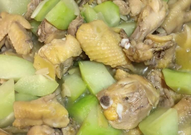 Stew Sayote con Chicken