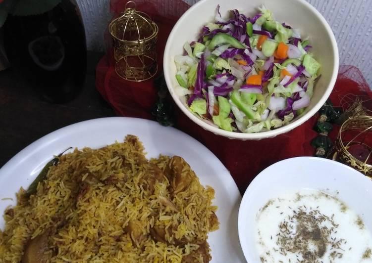 Chicken biryani, raita aur salad