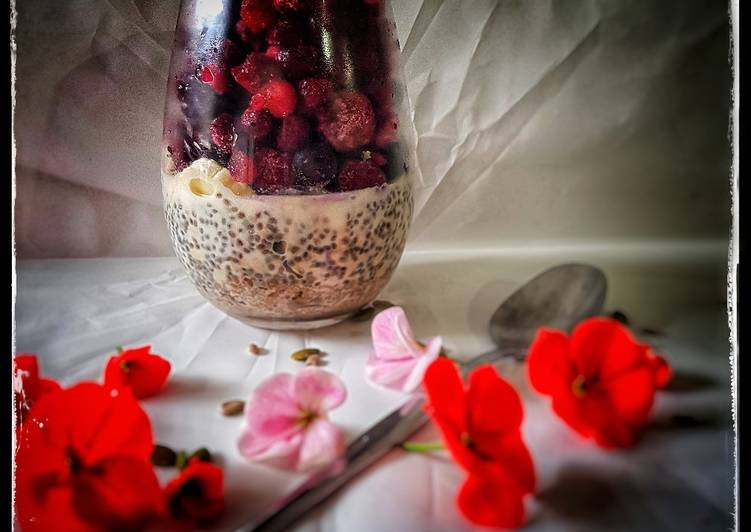 Overnight oat and chia pudding