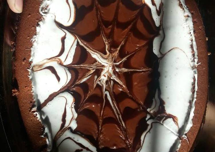 Chocolate cake with thick sauce