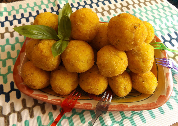 Bolas de arroz basmati rellenas de picadillo de pollo (Arancini)