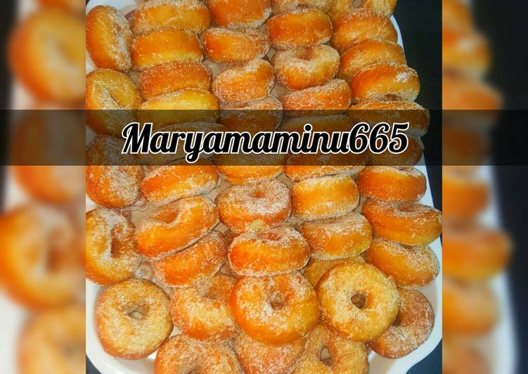 Doughnut coating with sugar and cinnamon