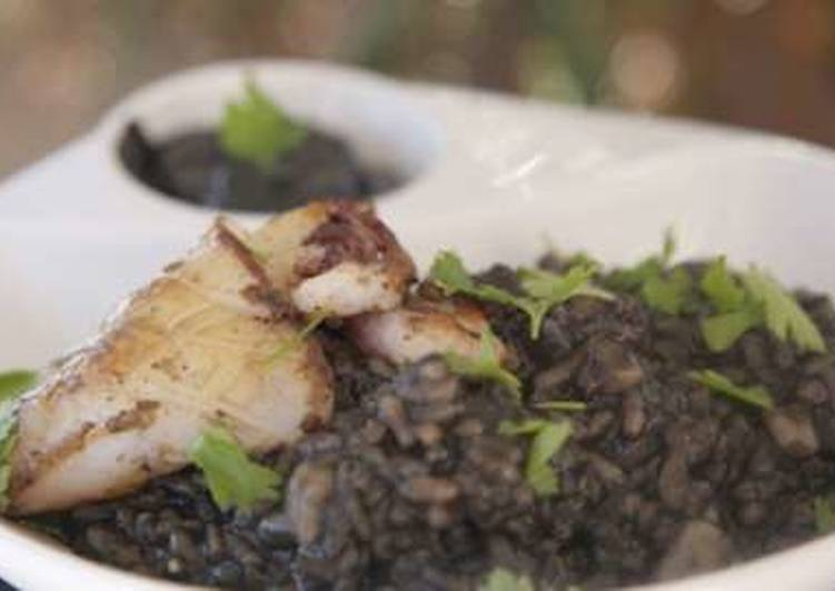 5 Minute How to Prepare Super Quick Homemade Creamy black rice with squid and olive oil recipe