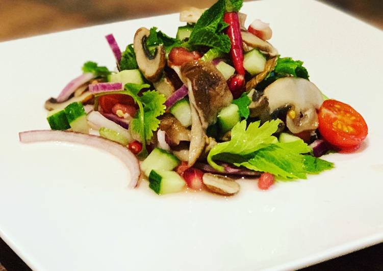 Mixed mushroom spicy salad
