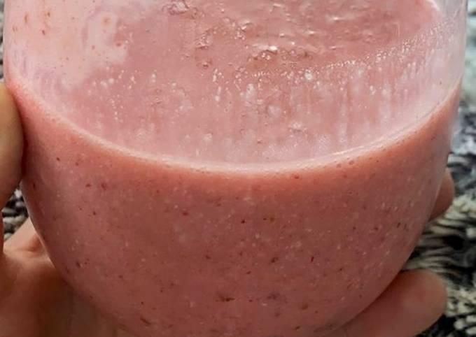 Strawberry banana coconut healthy smoothie