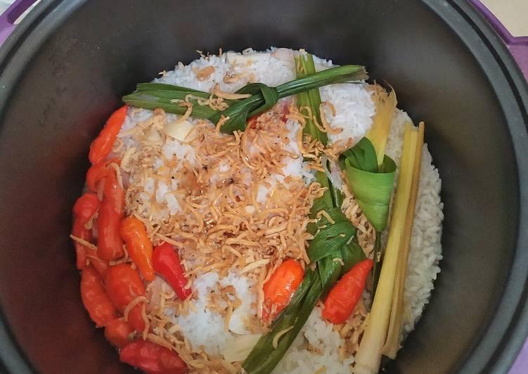 23. Nasi liwet teri ricecooker - cookandrecipe.com