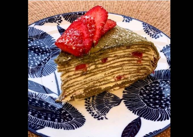 Gâteau de crêpes au thé matcha et aux fraises 🇯🇵