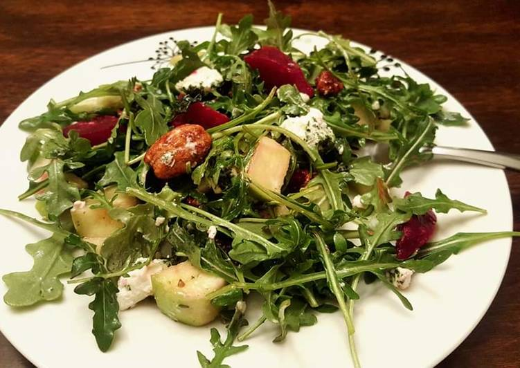 Foods That Can Make Your Mood Better Healthy arugula,roasted beet,green apple, candied pecans salad