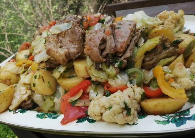 Баранина с овощами на костре