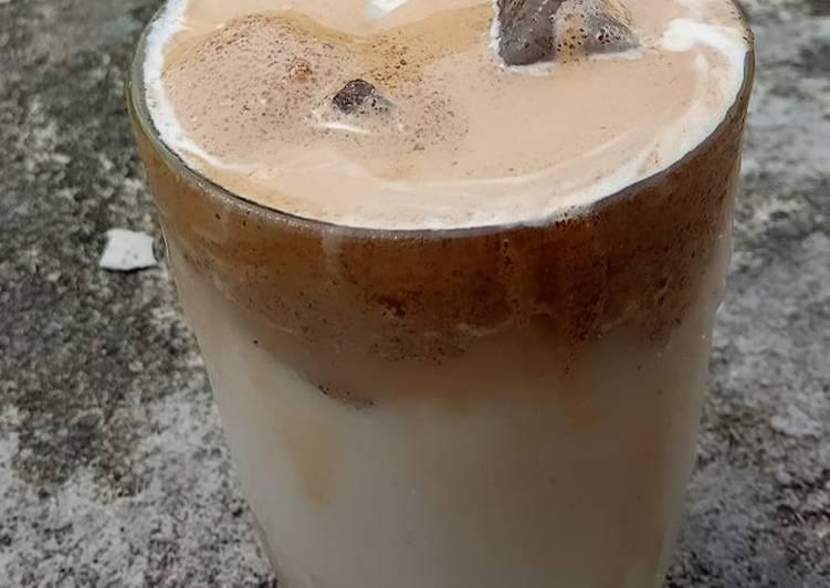 Dalgona Coffee (Kopi Kapal Api Susu)