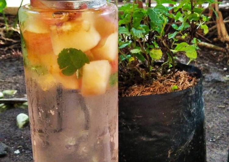 Infused water apel mint