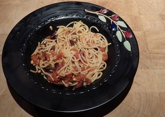 Pasta with Tomatoes, Kalamata Olives, and Goat Cheese