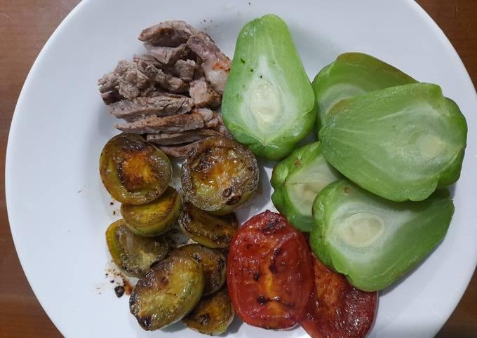 Sayuran panggang menu diet sederhana