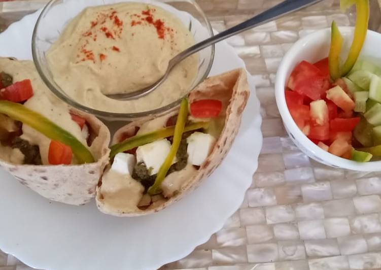 10 Minute Recipe of Homemade #feast Pita Pocket filled with salad,cottage cheese and Hummus