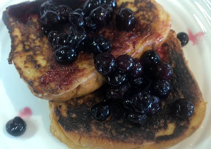 French Toast with blueberries compote