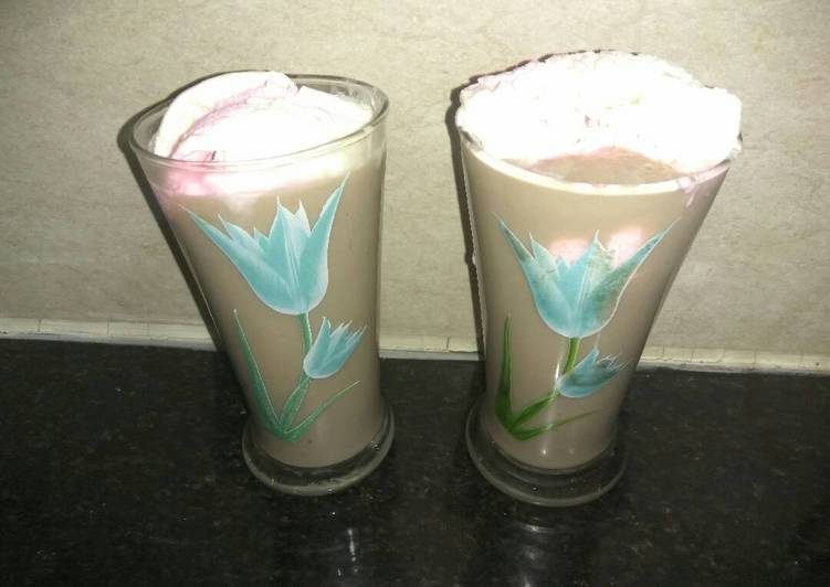Banana and Apple smoothie with icecream
