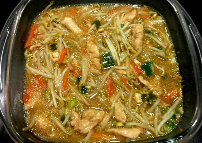 Chicken and bean sprouts in orange-soy sauce