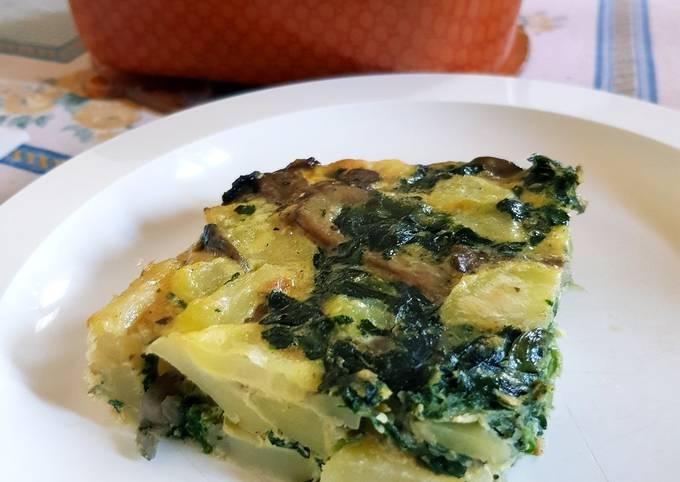 Potato omelette with spinach and mushroom (Frittata di patate con spinaci e funghi)