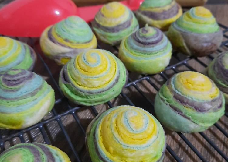 25. Rainbow Thousand Layer Mooncake