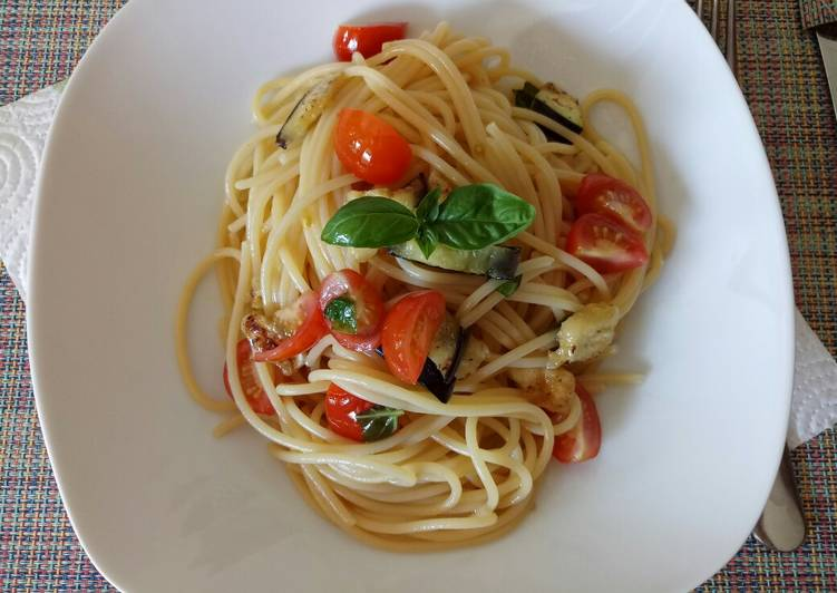 Step-by-Step Guide to Make Favorite Grilled aubergine and fresh tomato pasta