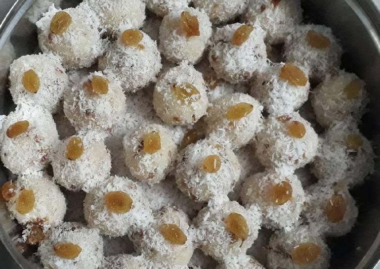 Khoya coconut ladoo