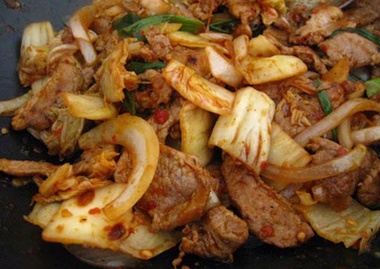 Kimchi Bokkeum (Kimchi Stirfry)