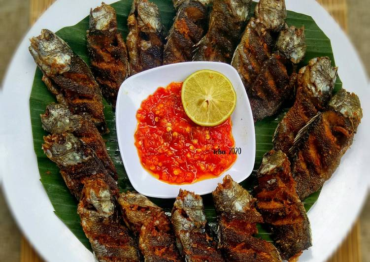 Ikan papuyu goreng sambal rawit