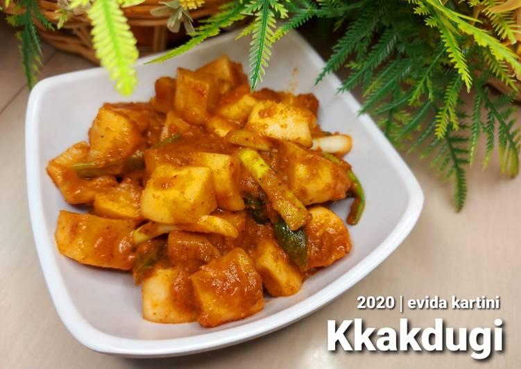 Kkakdugi (Kimchi Lobak)