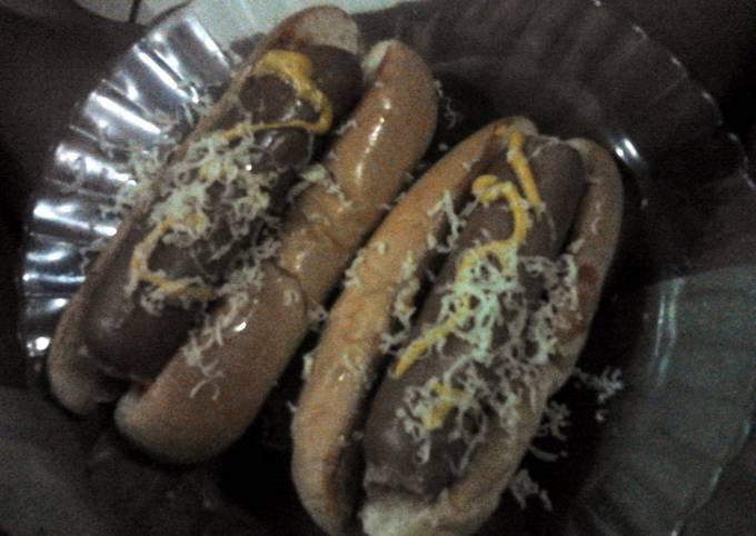 hotdog pile of relishses