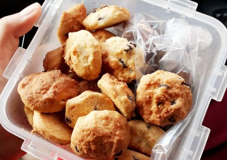 Bite size vanilla chocochip cookies