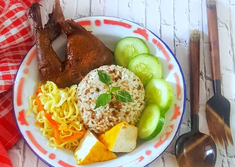 Nasi tutug oncom, Oseng Mie dan Ayam goreng Manis