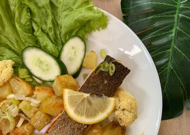 Garlic Lemon Butter Salmon with Cheesy Baked Potato n Cauliflower (easy-healthy)