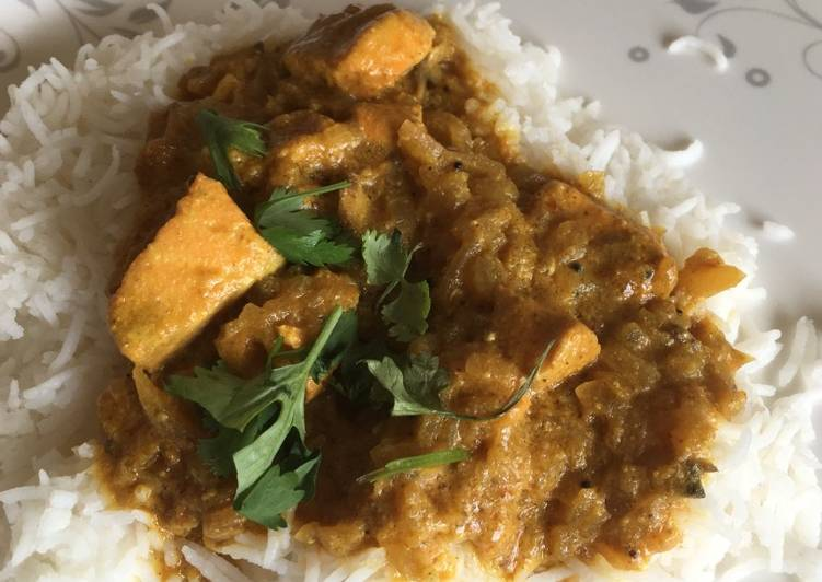 Salmon in coconut curry