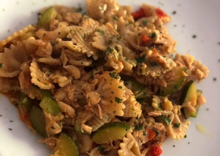 Farfalle al curry con misto mare e zucchine