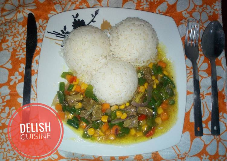 White rice and veggies beef sauce