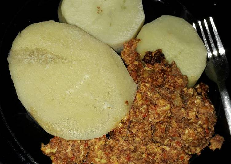 Boiled yam and egg stew