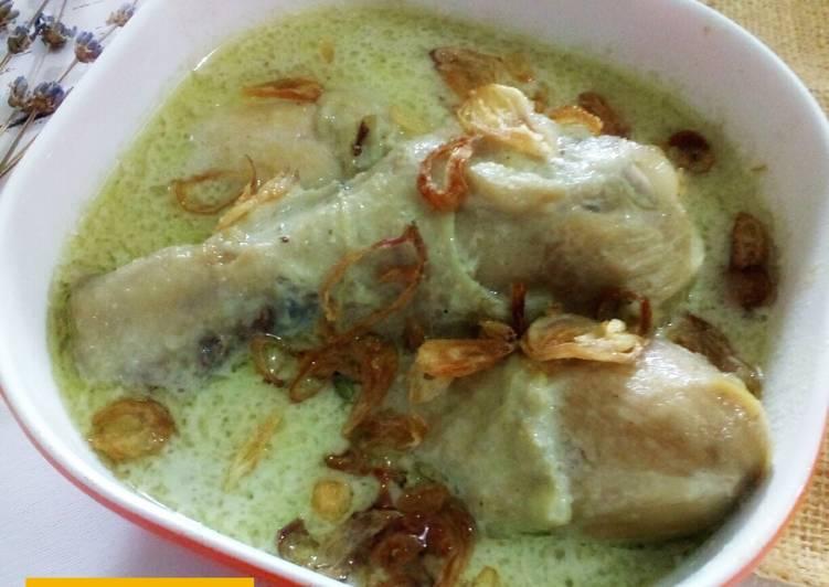 Opor Ayam Gurih (Bumbu Putih) - cookandrecipe.com