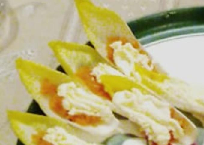 Saumon gravlax sur feuille d'endive et chantilly citronnée