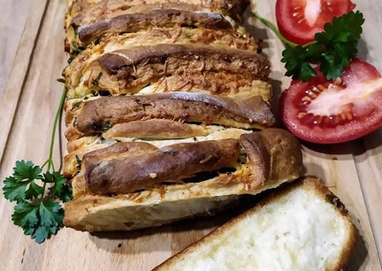 Czosnkowy chlebek odrywany