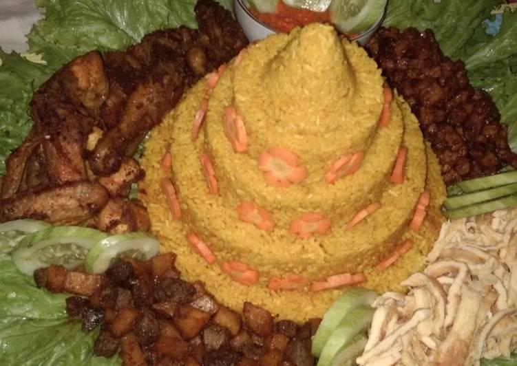 Langkah Mudah untuk Menyiapkan Tumpeng Nasi Kuning magic com Anti Gagal