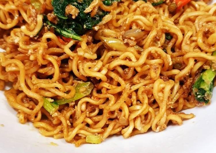 Resep Mie goreng pedas oleh Dini Yuhelfi Nuryanto - Cookpad