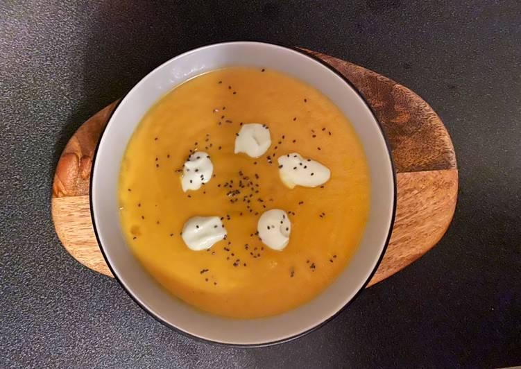 Vellutata di carote, zenzero e latte di cocco