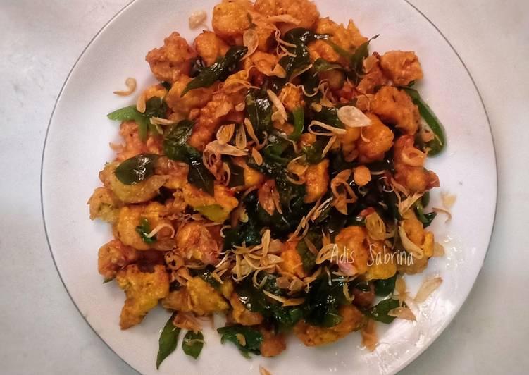 Ayam popcorn bawang goreng daun kari