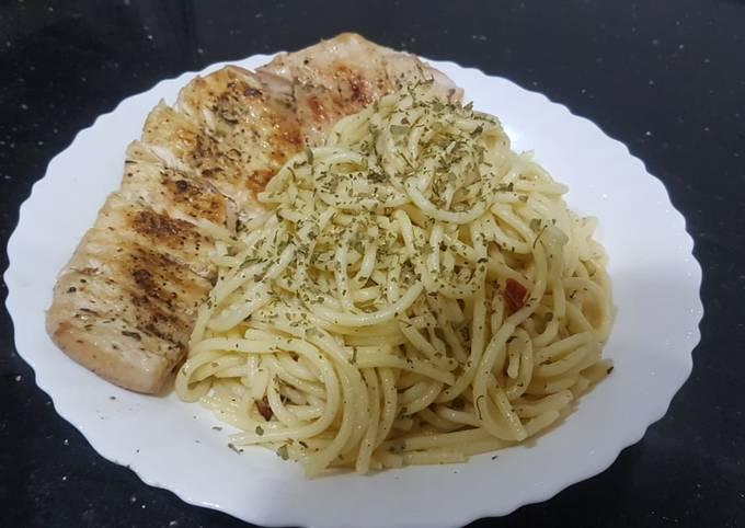 Aglio e Olio with grilled chicken