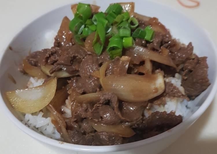 Rice bowl (beef yakiniku on top)
