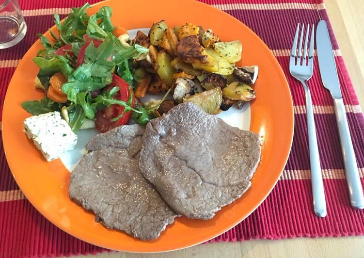 Rinder-Minutensteaks mit Ofengemüse und buntem Salat
