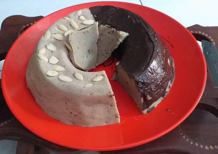 39. Brownis Ubi Ungu Toping Glaze Coklat dan Almond