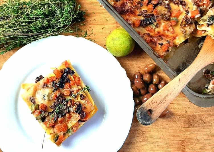 Vegetarian lasagna with diced vegetables