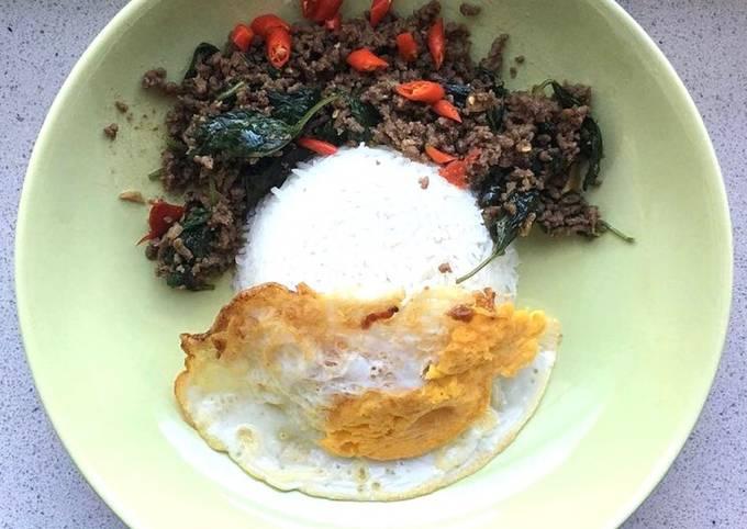 Thai Spicy Stir Fry Minced Beef with Basil Leaves- Daging Cincang Pedas Daun Basil ala Thailand 🇹🇭 - projectfootsteps.org