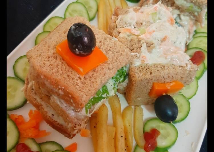 Chicken mayonnaise sandwiches 😋